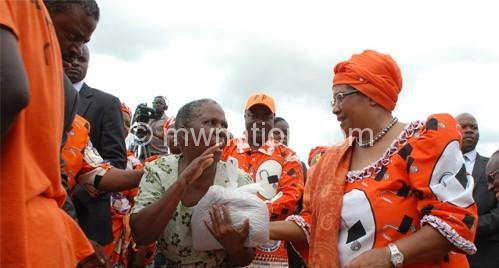 President Banda donating maize to needy Malawians
