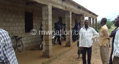 The abandoned school block at Chagwamafumu