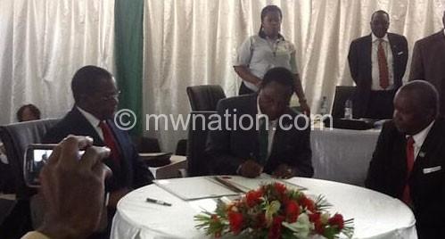 Chakwera (C) signing nomination papers