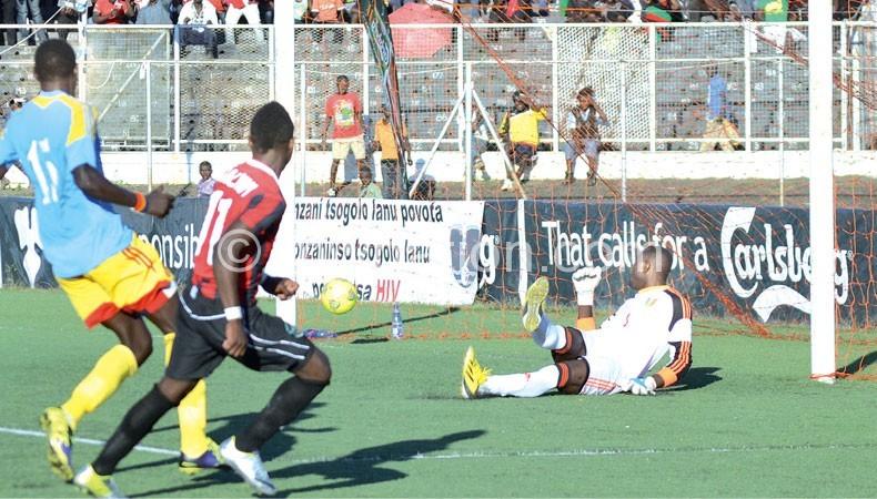 Gaba (R)  scores the second goal