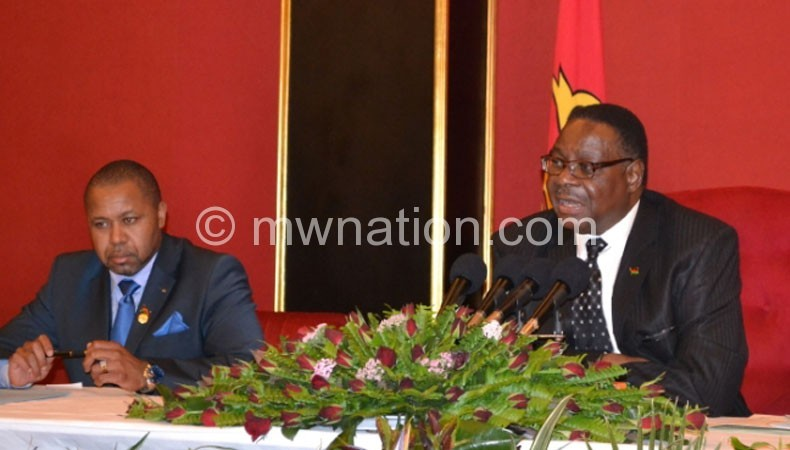 Mutharika (R) and Vice-President Saulos Chilima