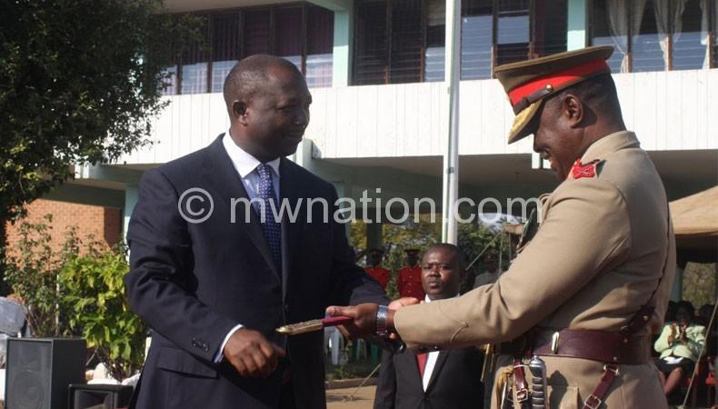 Malawi Defence Forces (MDF) Commander General Ignacious Maulana  (R)