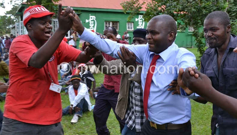 Nyasa Big Bullets chairperson Noel Lipipa (C)