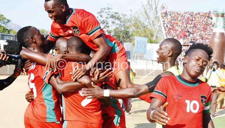 Flames iyamba kukonzekera mwezi wa mawa