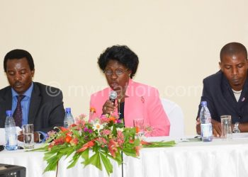 Kalinde (C) with Kawalala (L) and Voice Mhone during the news conference