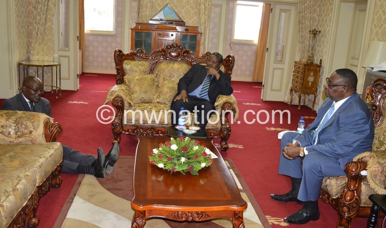 Senior Chief Lukwa sits on the floor as he addresses Kalonga Gawa Undi and President Peter Mutharika at State House