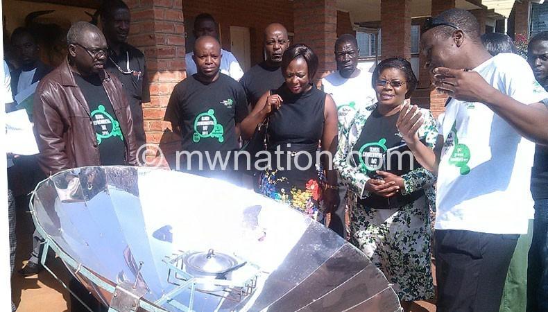 Mtupanyama (2ndR) appreciating a cooking stove