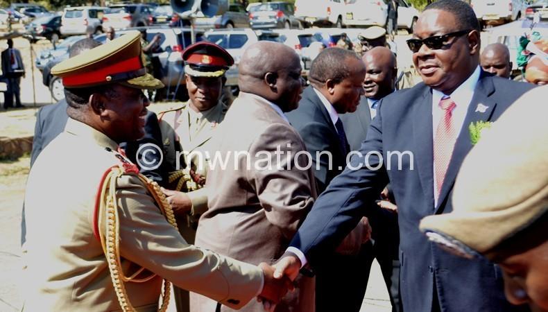 Maulana welcoming the President to Kamuzu Barracks
