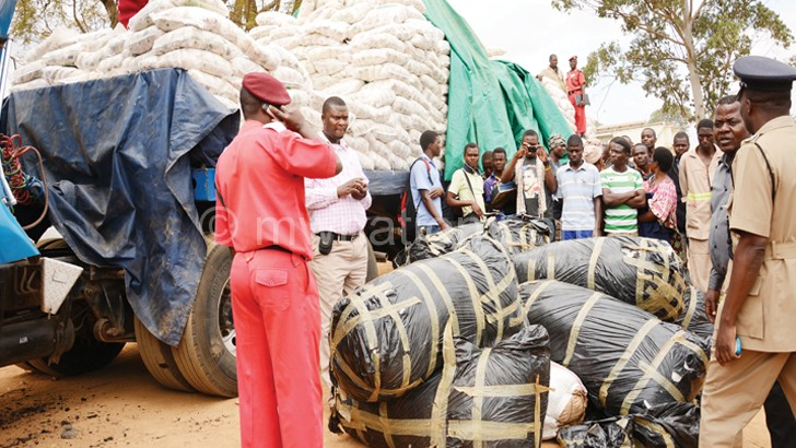 Chamba Police inspecting confisticated chamba hidden under sugar 27 | The Nation Online