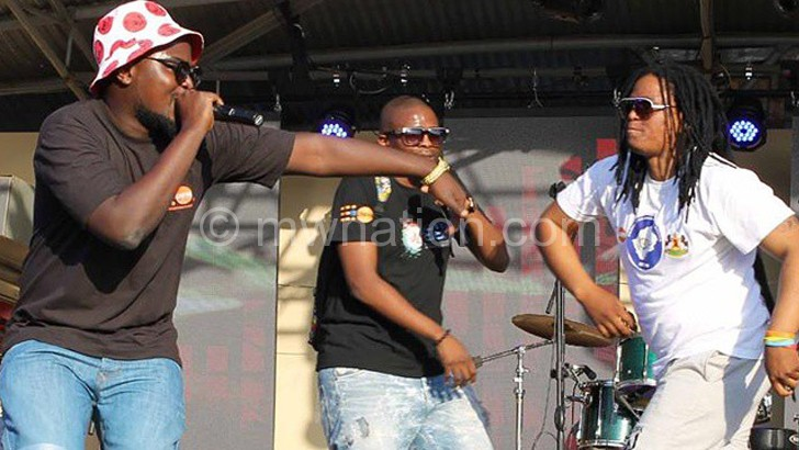 Gwamba (L) performing with Botswana's Zeus (C) and Lesotho's Stlofa at the Bushfire Festival in Swaziland