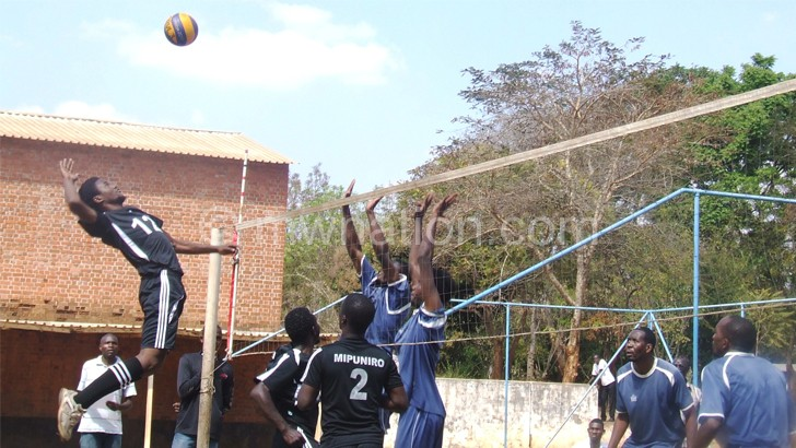 Mipuniro's Ken Kansasi goes for the ball during semi-final game against Spikers at Area 30 court.
