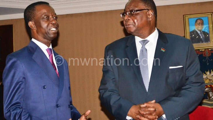 Mutharika listens to Dang after the meeting
