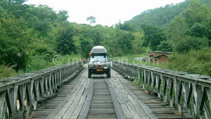 A single-lane bridge with woooden planks on the Mzuzu-Nkhata Bay Road