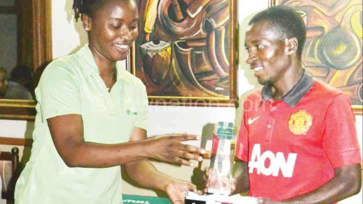 Shonga(R) receives his trophy from Jiya