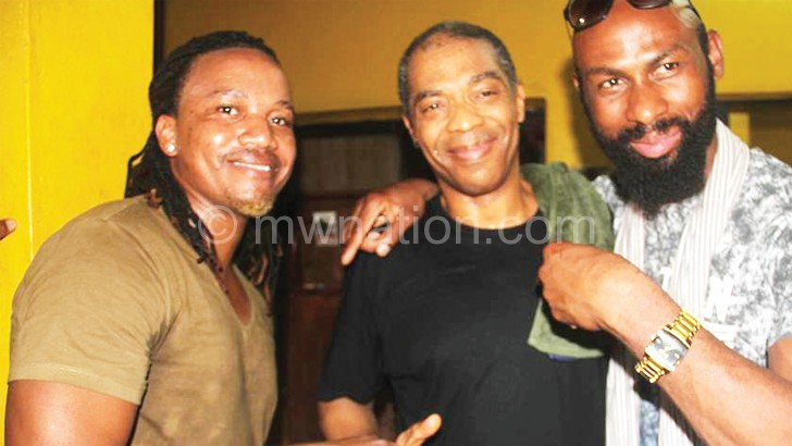 Dan Lu (L) steals a moment with Nigerian superstar Femi Kuti (C) and Sisqo