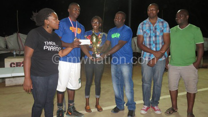 Kalua (3rdR) presents trophy to Cougars captain Takondwa Mengezi (2ndL)