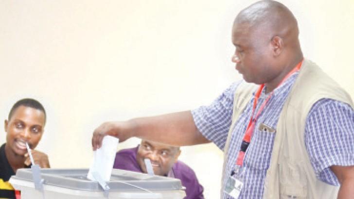 Sulom general secretary Williams Banda casts his vote