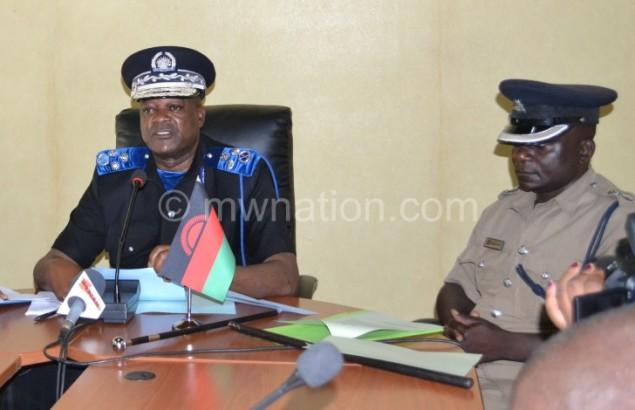 Lexten Kachama and Nicholas Gondwa adressing the press