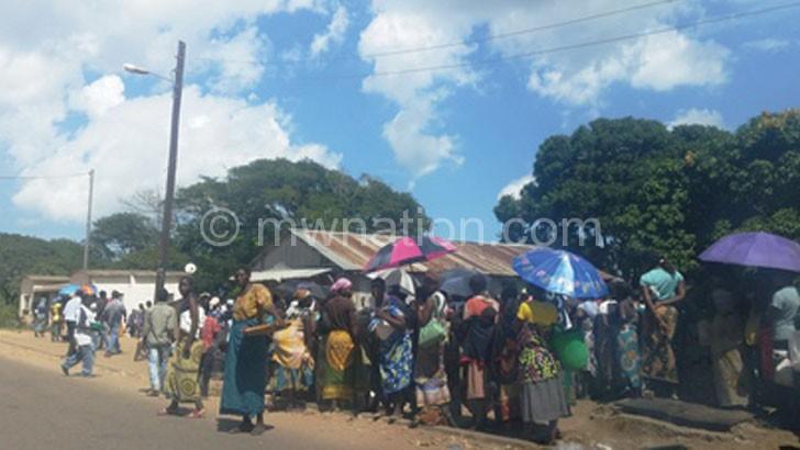 People waiting for maize at Zingwangwa