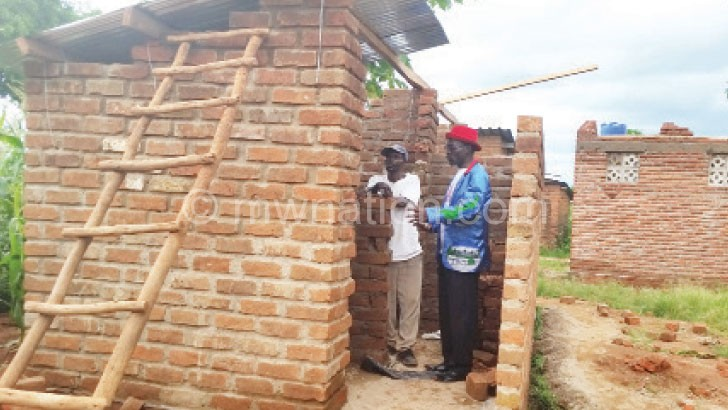 Namakhwa (R) briefing a construction worker at Khonjeni Health Centre