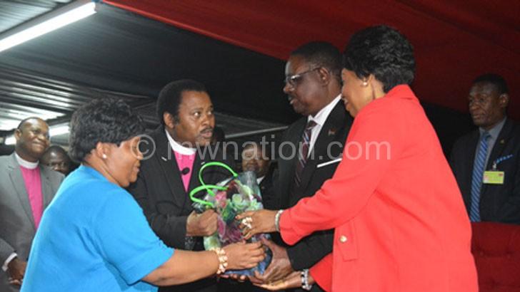 Mutharika (2ndR) and Madam Mutharika receive a present from Ndovi (2ndL)