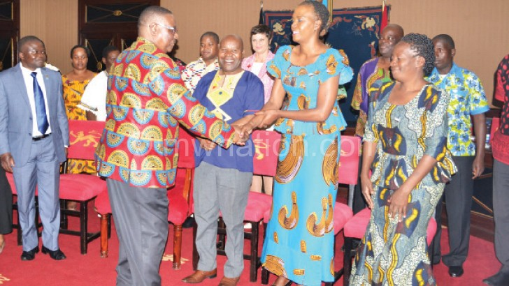 The President leads by example by dressing in a locally made shirt at a function