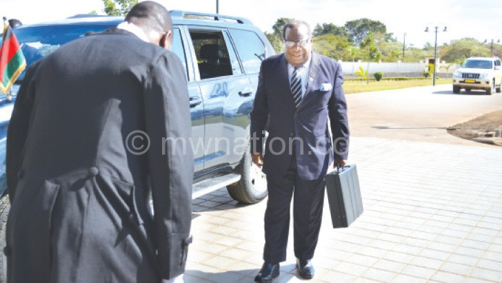 Gondwe arrives at Parliament with the budget