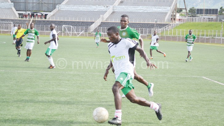 Cobbe (in white) still lead the table
