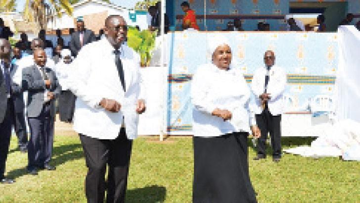Khumbo Kachali and Jean Kalilani  during offertory