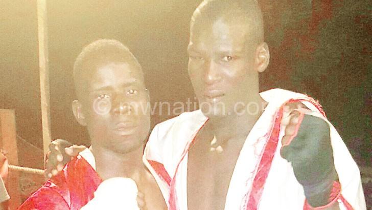 Kudakwache (R) and Makawa captured after the bout