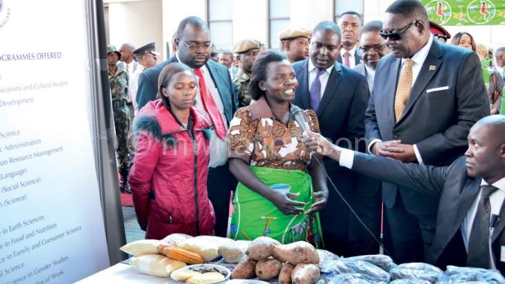 Njolomole explains her farming  techniques to the President
