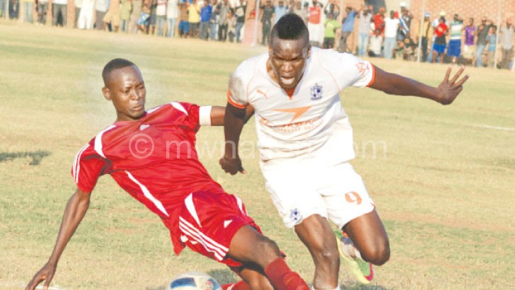 Flashback: Wadabwa (R) eludes Prison United  captain Gift Sikumbiri's tackle