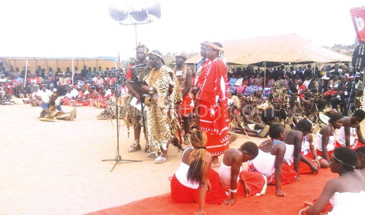 Inkosi Gomani V (in leopard skin) addresses the Maseko Ngoni and other patrons