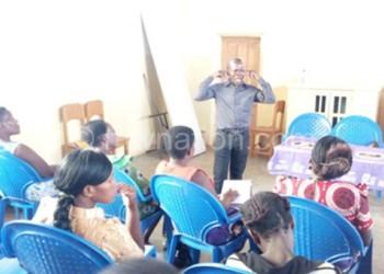 Kalima addressing women during the meeting