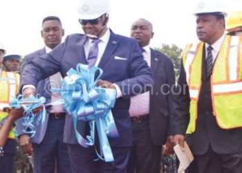 Mutharika cuts the ribbon during the commissioning of 55MW gensets in Blantyre