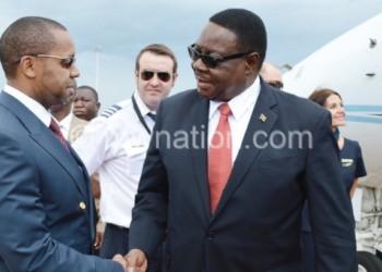 Mmbuyomu Chilima (Kumanzere) ndi Mutharika ankadyera mbale imodzi