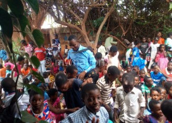 Mhango (C) captured entertaining children