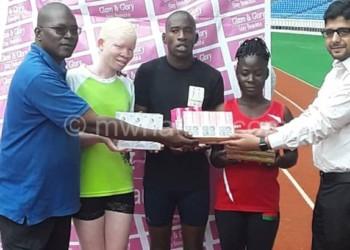 Banda (2ndR), Kachulu (2ndL) and Puwa  receives donation