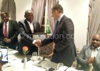 Mwanamvekha (C) received his award from Giannakis