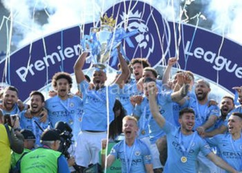 Manchester City hoists the EPL trophy