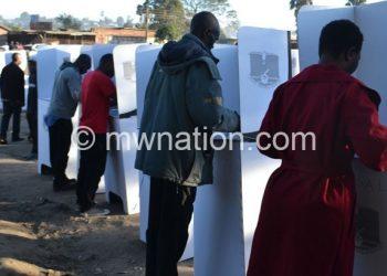 Pali mkokemkoke pa za tsiku limene Amalawi angadzaponyenso voti