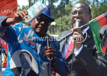 Mutharika (Kumanzere) ndi Chakwera ndiwo atengetsana kwambiri
