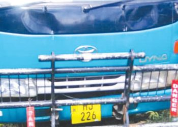 Residents surround the vehicle that was allegedly hired by the suspects | The Nation Online