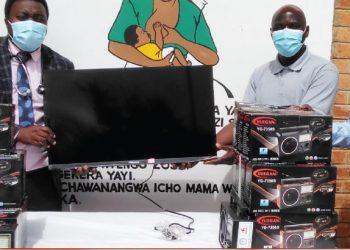 Ndhlovu (C) presents the TV set to Bandawe