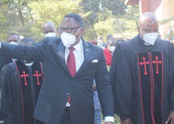 Chakwera waves as he leaves Kafita CCAP Church