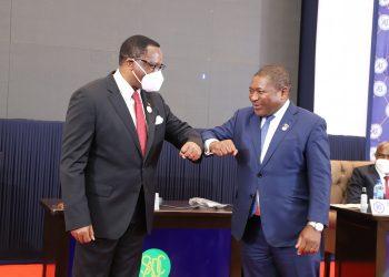 Chakwera (L) and Nyusi discussed to revamp the Sena line