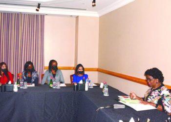 Chakwera (L) speaks during the meeting in Dubai